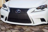 Эмблема под стекло решетки радиатора Lexus GS