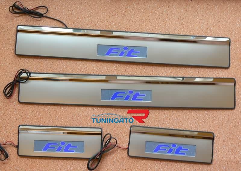 Накладки на пороги с подсветкой для HONDA FIT 01-07г.