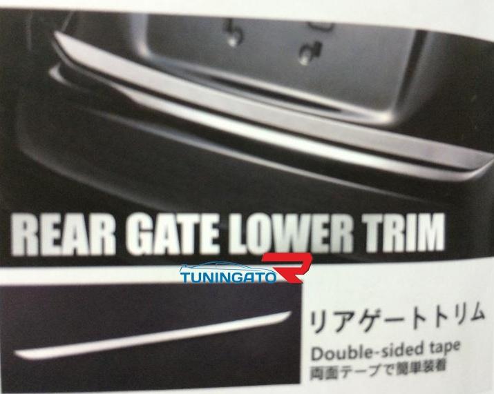 Хром накладка на 5ю дверь нижняя для Toyota Prius 2009-