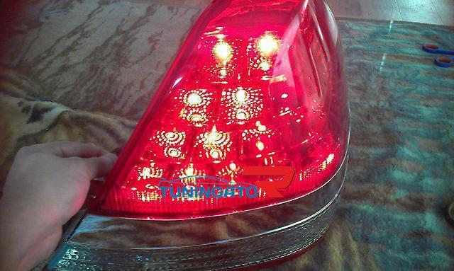 Тюнинговые стоп-сигналы, диодные, красно-белые, с хром вставкой для Mark 2 (01-06) GX110