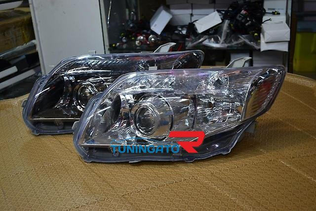 Фары линзовые ксенон для Toyota Fielder 2007+