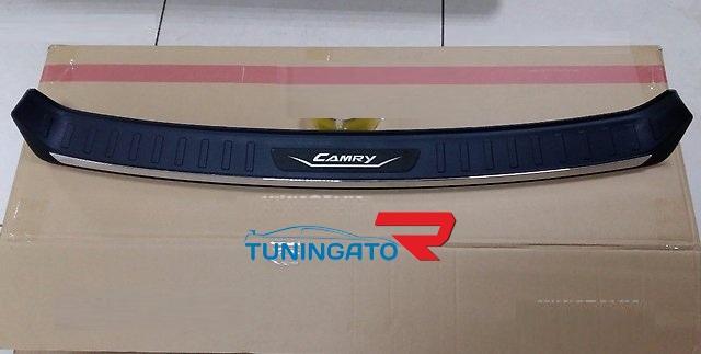 Накладка на задний бампер Toyota Camry 55 15-17г