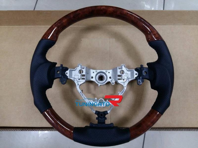Руль Sport Design под дерево для Toyota Camry 55 15-17г.
