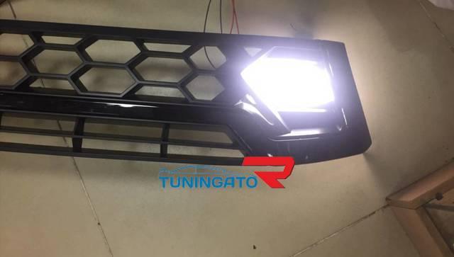 Решетка радиатора LED для Toyota Hilux Pick Up (M70, M80) 2015