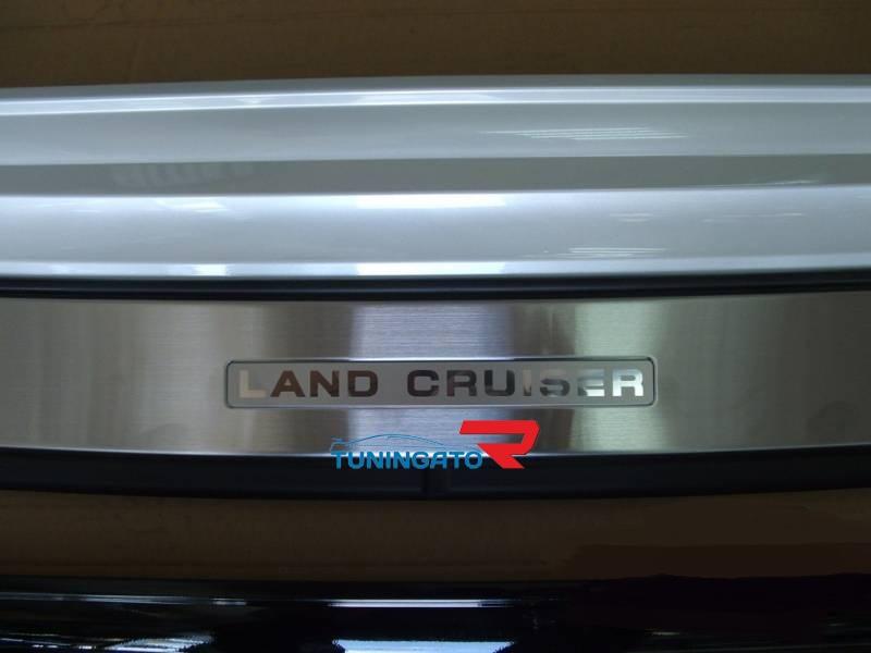 Накладка на задний бампер для Land Cruiser 200
