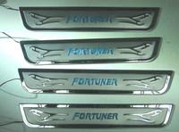 Металлические накладки на пороги FORTUNER 2005