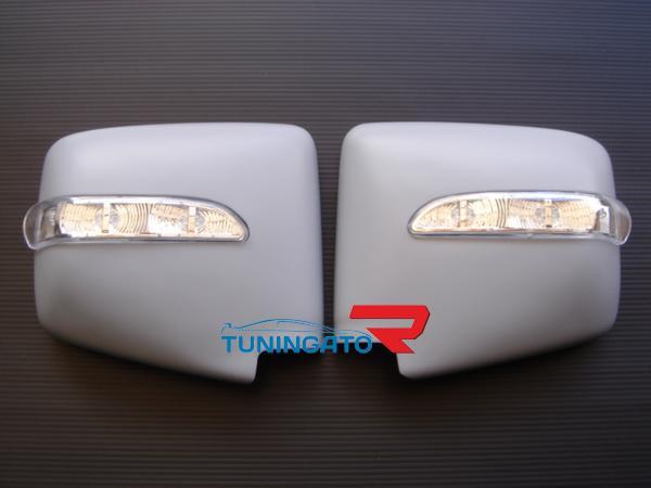 Накладки с поворотниками на зеркала для Nissan Elgrand 97-02г.