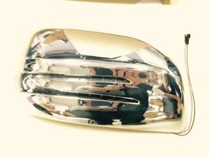 Накладки на зеркала с поворотником Mersedes для Land Cruiser 200 (2007-15г.)