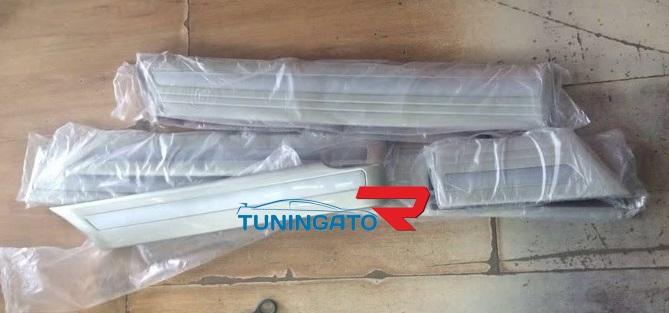 Комплект молдингов кузова TOYOTA LAND CRUISER 100 98-07 VX / GX