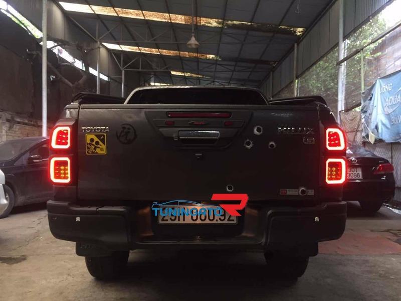 Неоновые накладки на стоп-сигналы для Toyota Hilux Revo 2015+