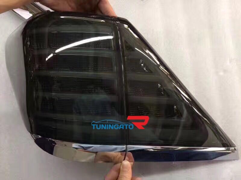 Тюнинговые диодные стоп-сигналы на Toyota ALPHARD (2008-)