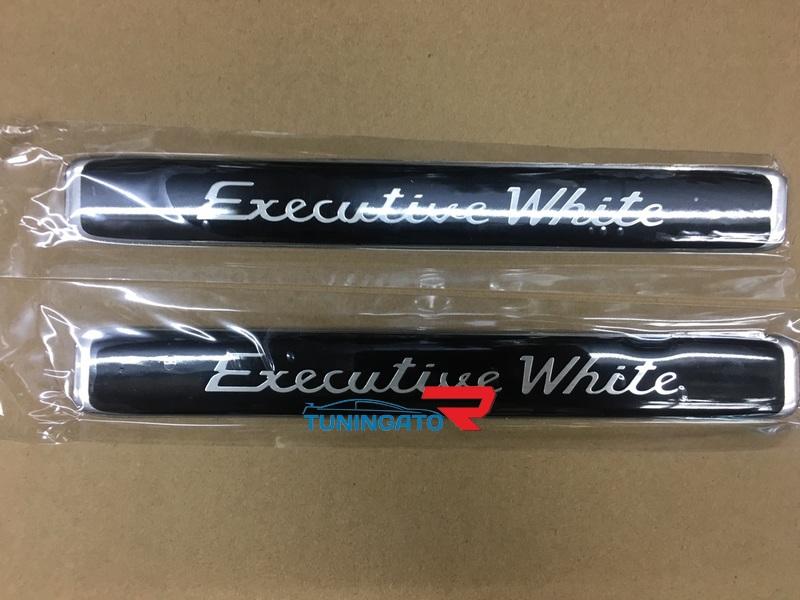 Эмблема Executive White для Land Cruiser 200 2016г
