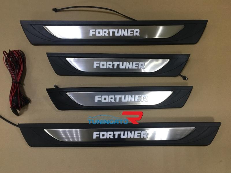 Накладки на пороги с подсветкой для Toyota Fortuner 2015-