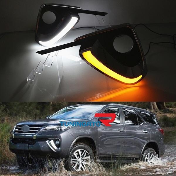 Окантовки туманок с LED огнями для Toyota Fortuner 2017г. ( 2 Режима )