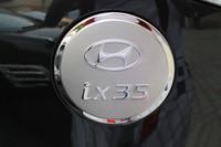 Хромированная накладка на лючок бензобака на Hyundai ix35