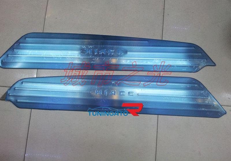 Накладки с подсветкой для Toyota Hice 200