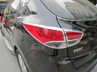 Хромированные накладки на задние стоп-сигналы на Hyundai ix35