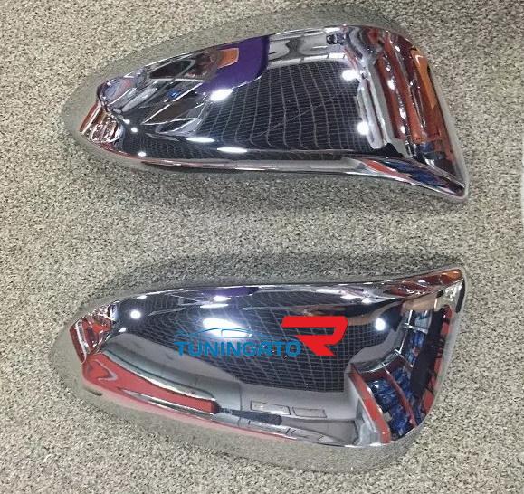 Хром накладки зеркала на Toyota Hilux 2016+
