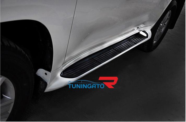 Подножки боковые с подсветкой для Toyota Land Cruiser 2015+