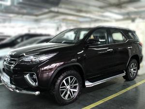 Защиты штатного порога дуги для Toyota Fortuner 2015+