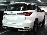 Защита заднего бампера уголки двойные дуги для Toyota Fortuner 2015+
