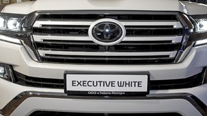 Решетка радиатора Executive White для Land Cruiser 2015-