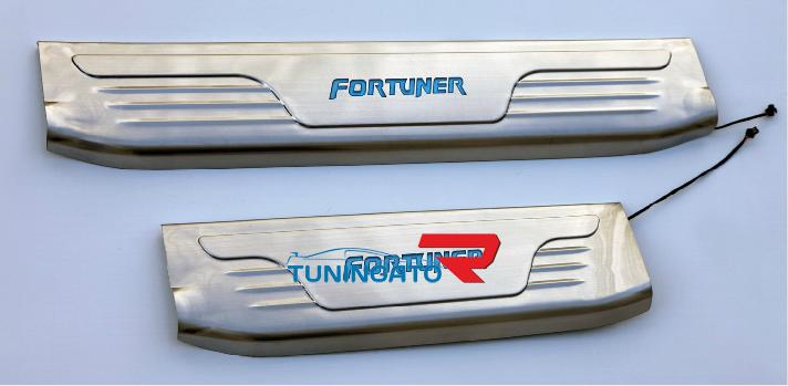 Накладки на пороги с подсветкой для Toyota Fortuner 2012-